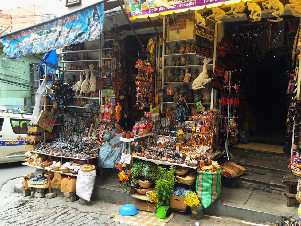 Рынок ведьм - место, конечно, очень туристическое