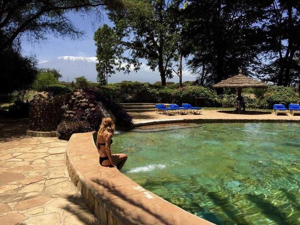 Фотографировать на рассвете слонов на фоне Килиманджаро и купаться в бассейне с видом на самую высокую точку Африки