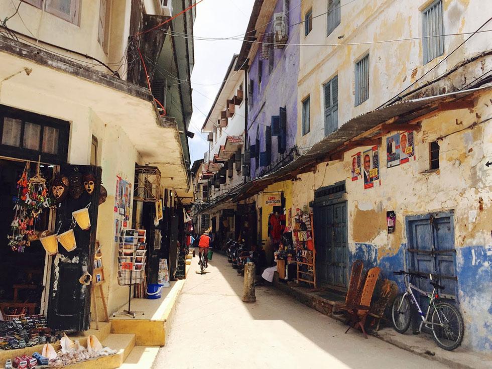 Во многих исторических зданиях на Занзибаре сейчас или отели, или рестораны